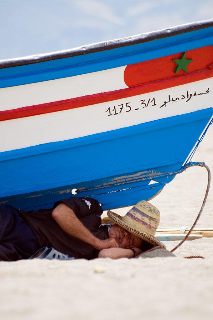Pescador a dormir em Tetouan