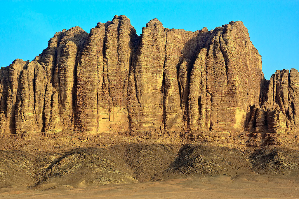 parede de rocha em wadi rum