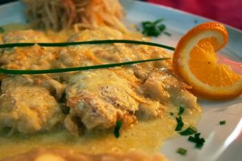 filetes peixe-espada com molho de laranja
