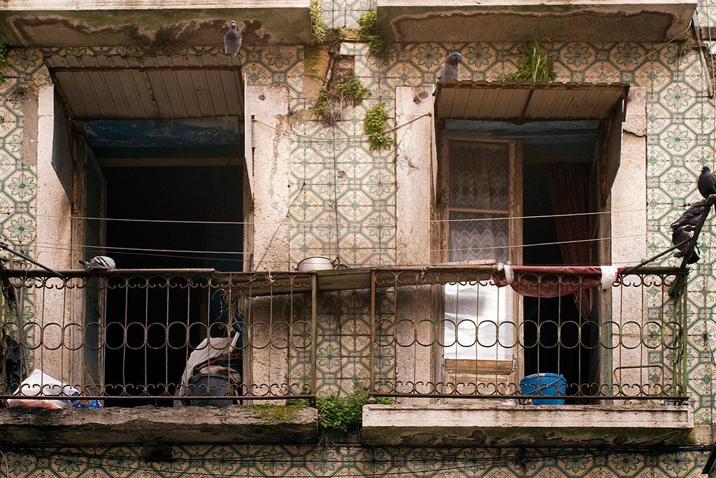 varandas degradadas no Bairro Alto