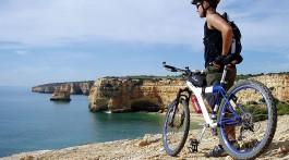 Bicicleta na falésia