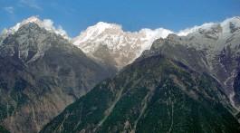 montanhas nos himalaias indianos