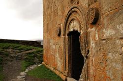 porta na igreja de Santa Trindade