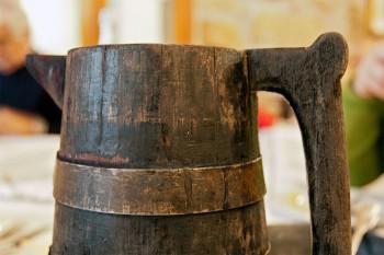 jarro de madeira para vinho