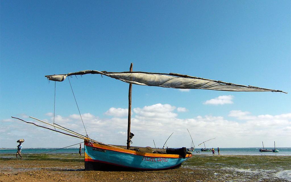 barco de pesca tradicional na ilha de Moçambique