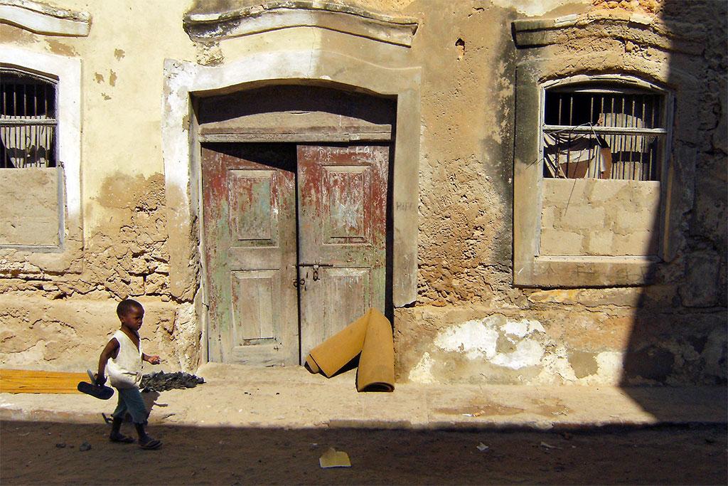 cada em ruínas na ilha de Moçambique