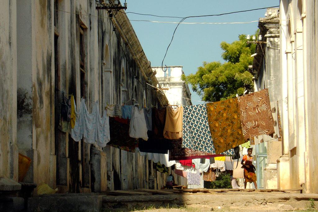 capulanas ao sol na ilha de Moçambique