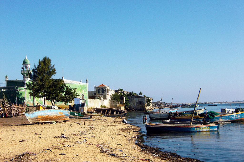 porto de pesca na ilha de Moçambique