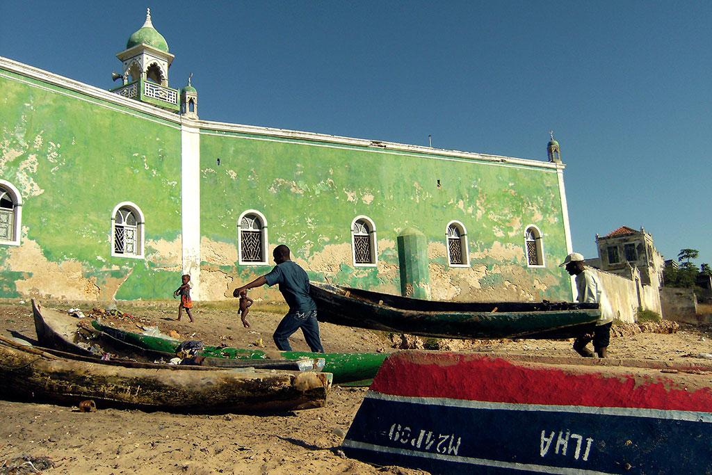 mesquita junto ao porto de pesca na ilha de Moçambique