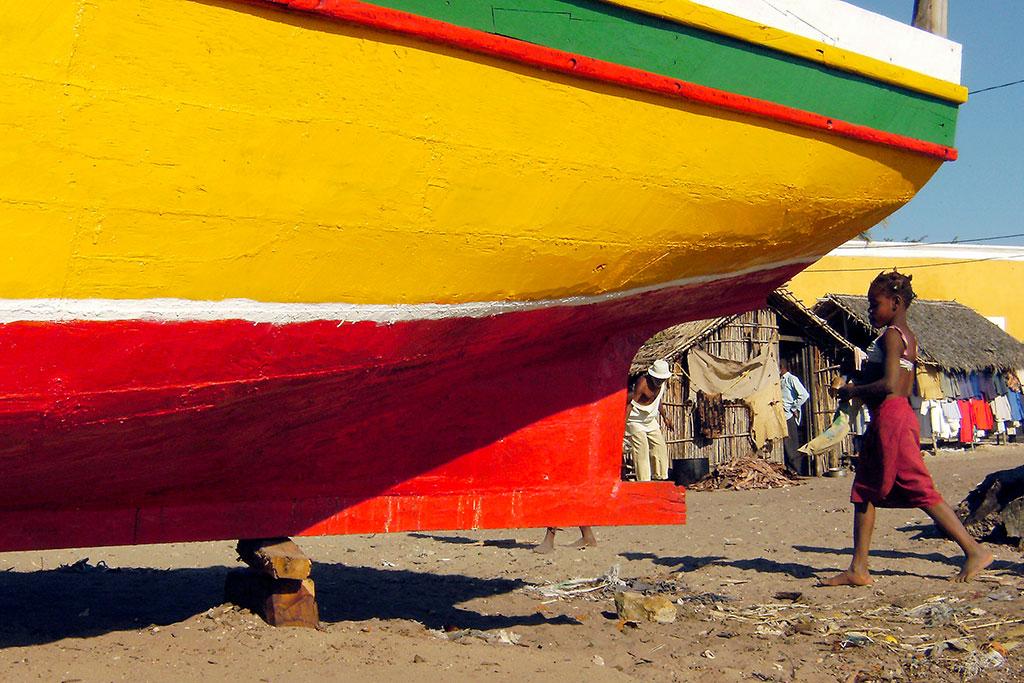 barco no estaleiro da ilha de Moçambique