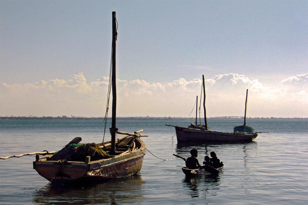 barcos de pesca na ilha de Moçambique