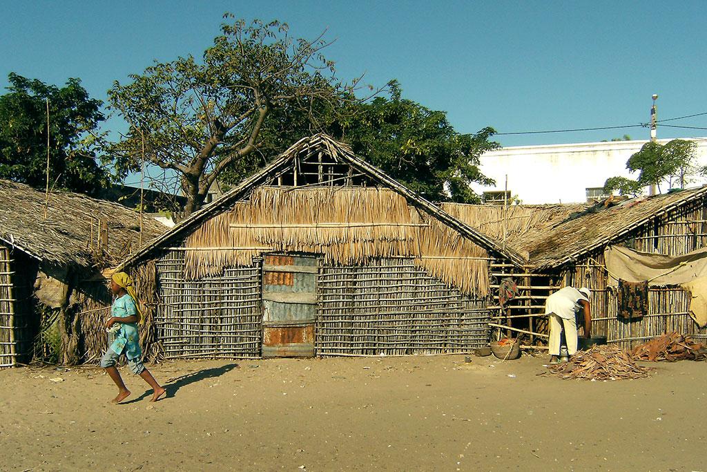 palhotas junto ao porto na ilha de Moçambique