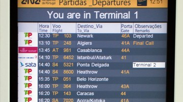 ecrã partidas no aeroporto de Lisboa