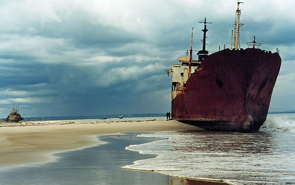 cemitério de barcos em Angola