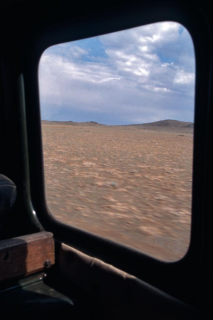 gobi desde janela de carrinha 4x4
