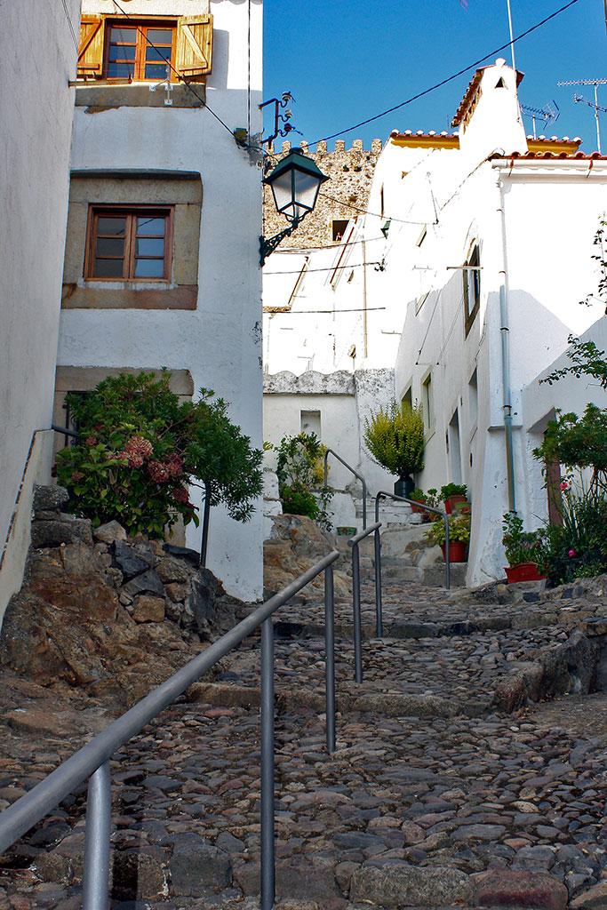 rua acentuada na judiaria de Castelo de Vide