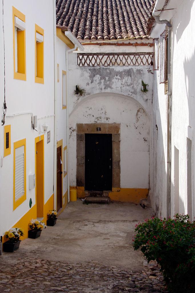 beco na zona histórica de Castelo de Vide