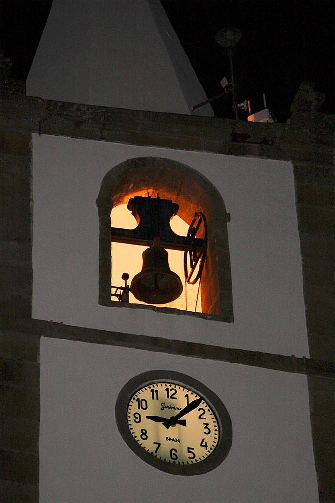 torre e relógio de igreja de S.João