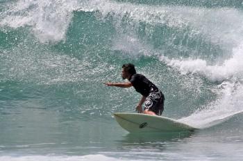Gonçalo Cadilhe a surfar em Arugam