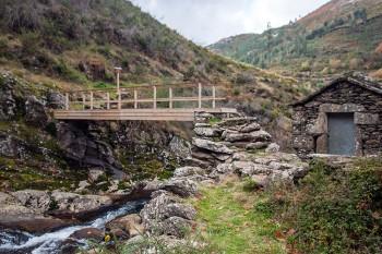 ponte da aldeia de ribeira sobre o rio caima