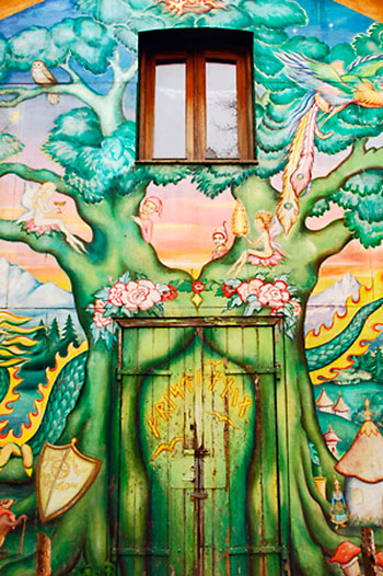 pintura artística sobre frente de edifício