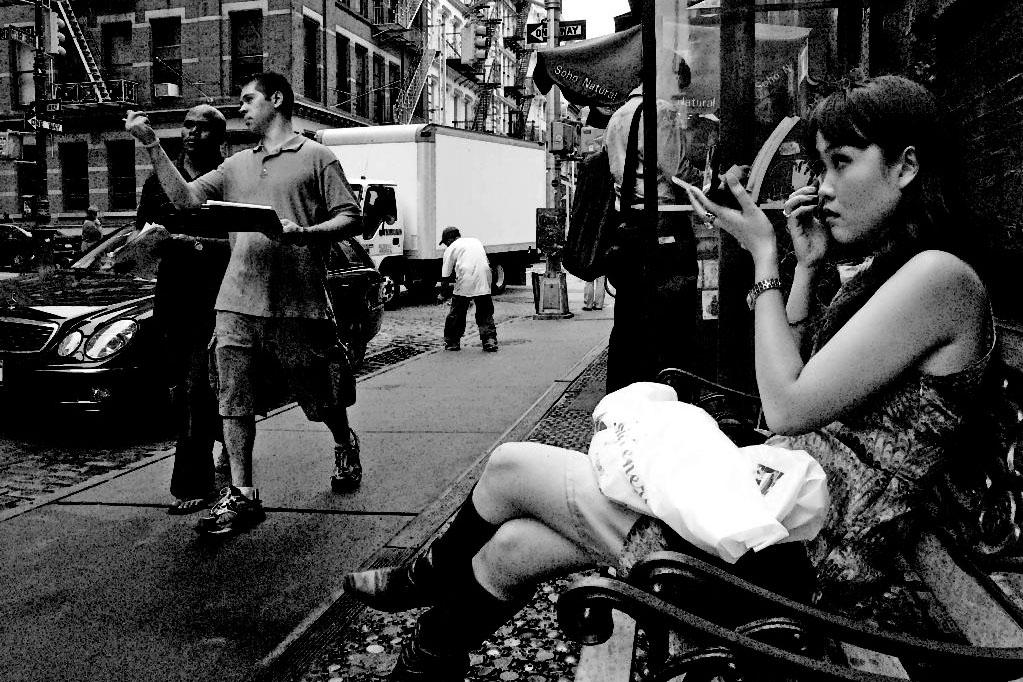 Asiática em rua de Nova Iorque