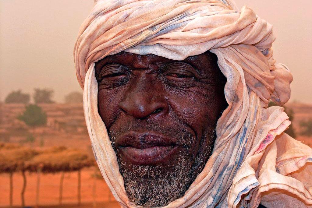 homem africano com turbante