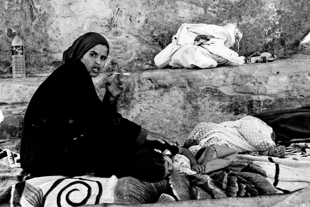 Mulher árabe com seu filho