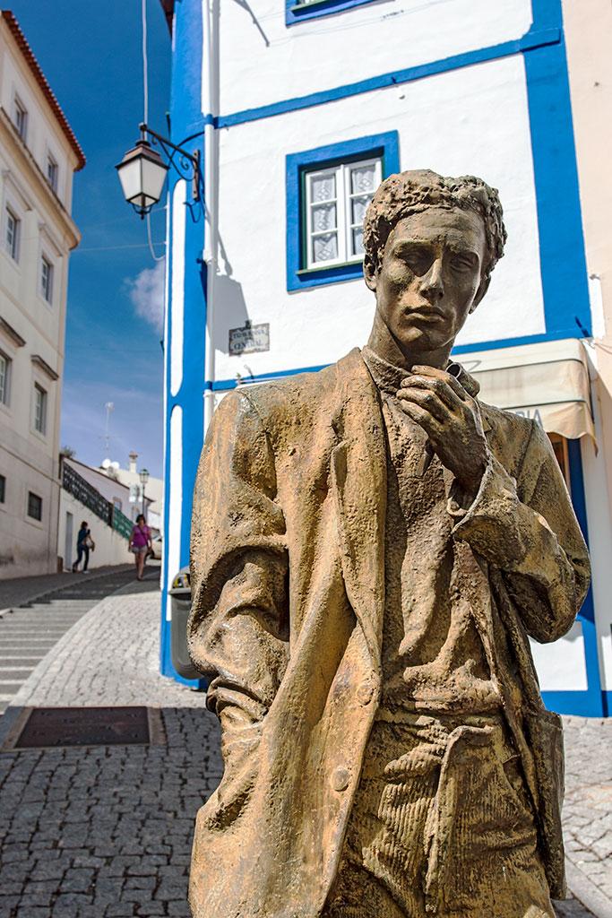 estátua na Rua do Porto Fundo