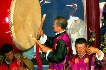tambor dagu numa orquestra Naxi