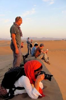 Filipe Morato Gomes com viajantes no Irão