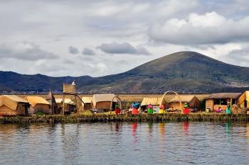 Ilha flutuante no Titicaca