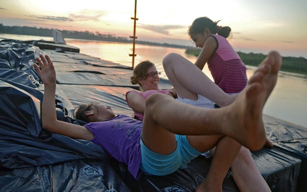 Brincadeira no ferry para Iquitos