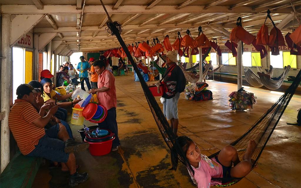 Espaço comum no ferry para Iquitos