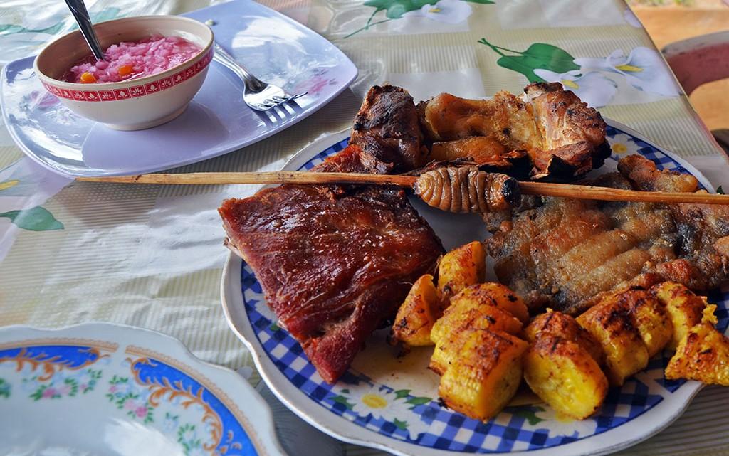 Almoço com milho e carne