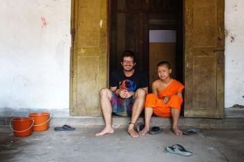 Jorge Vassalo com monge em Luang Prabang