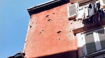 marcas de artilharia em edifício