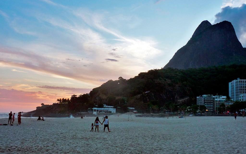 Pôr-do-Sol em praia do Rio de Janeiro