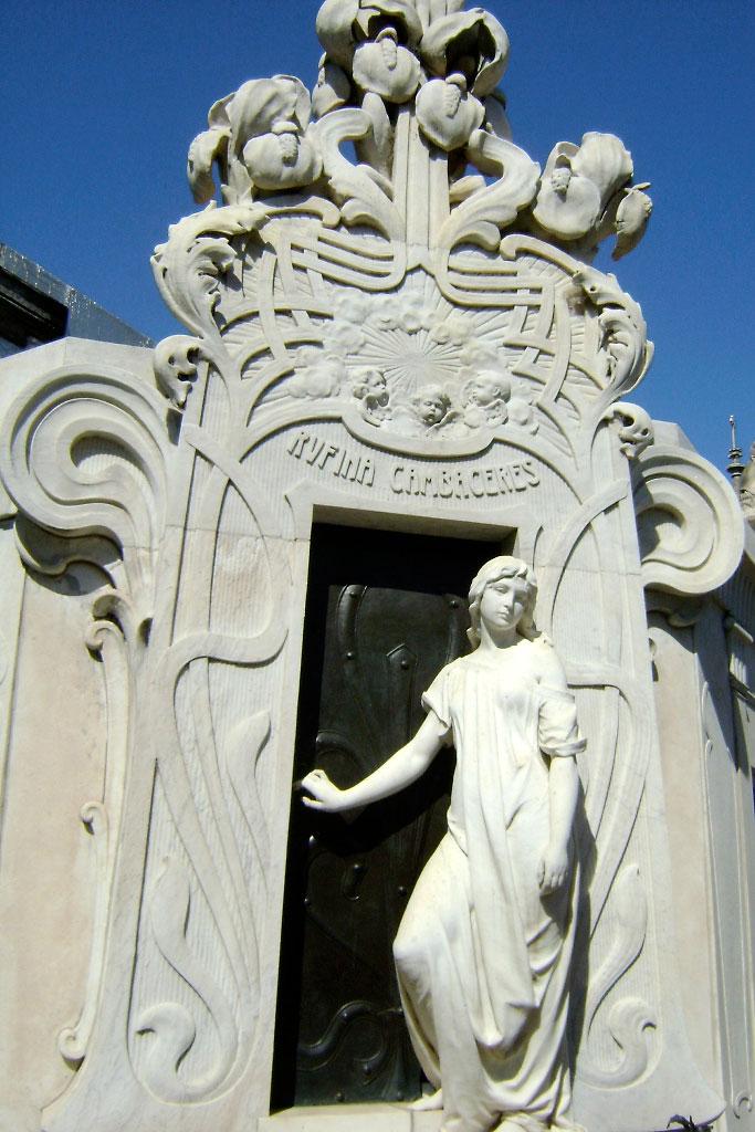 Exterior do túmulo de rufina