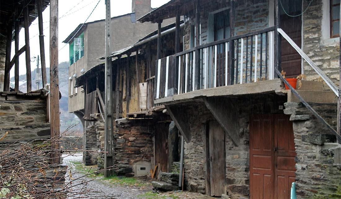 casario tipico de muitas aldeias em Trás-os-Montes