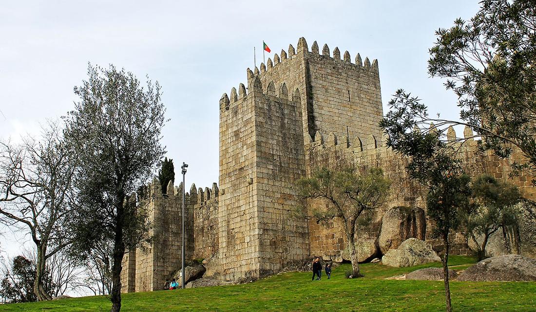 Envolvente do castelo de Guimarães