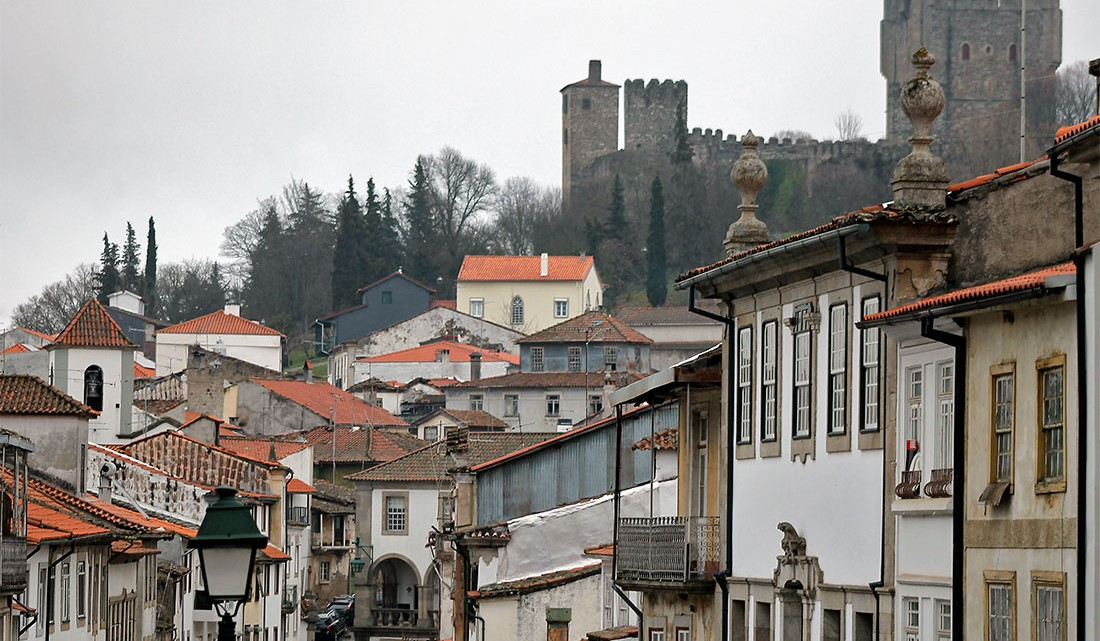 Centro histórico de Bragança com cidadela do fundo