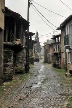 rua em aldeia de Trás-os-Montes