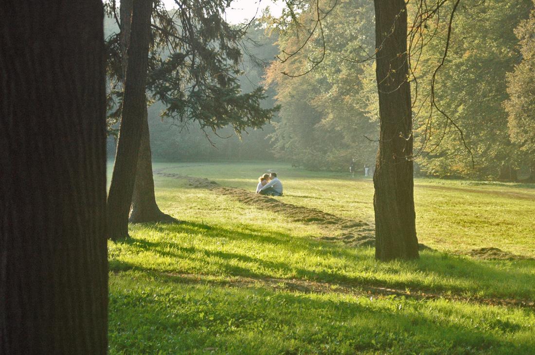 casal de namorados no parque Stromovka