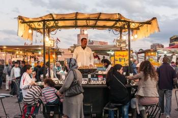 Tenda de comida em Jemaa-el-Fna, Marraquexe