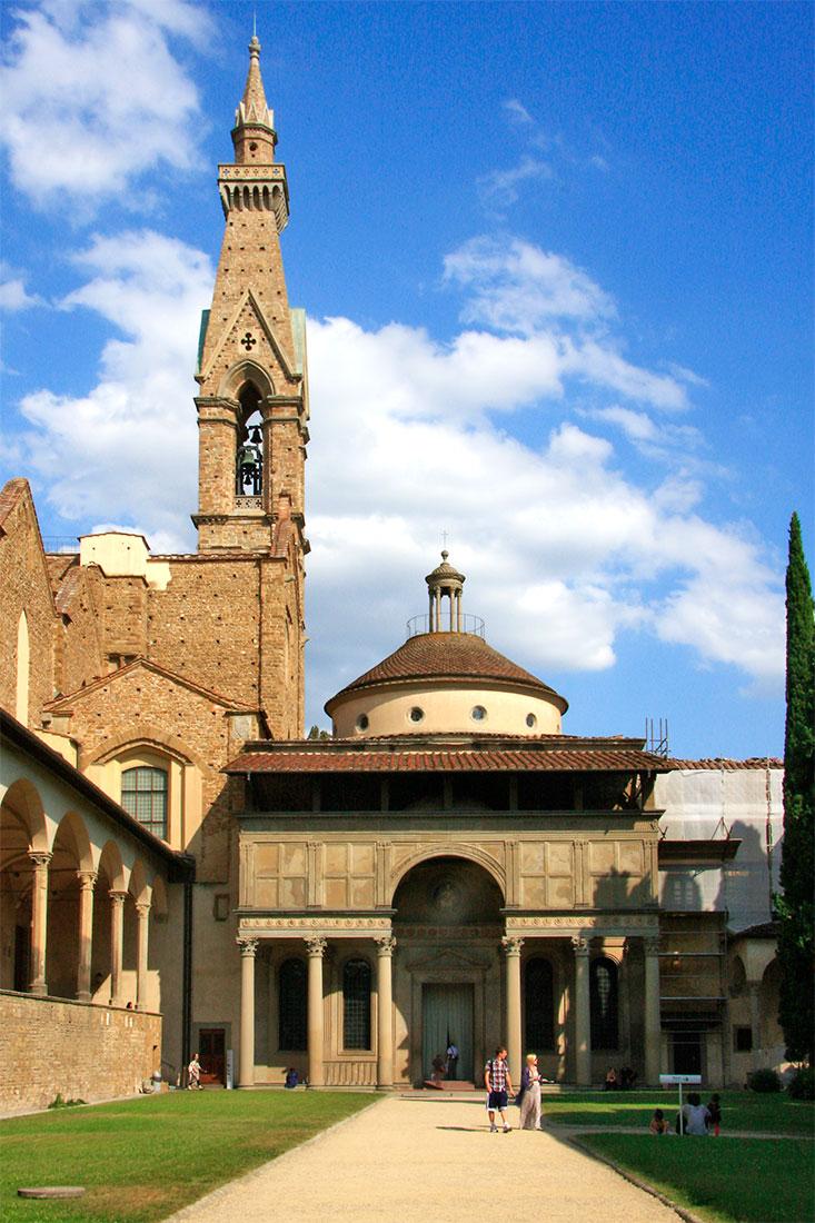 Entrada da Capela Pazzi