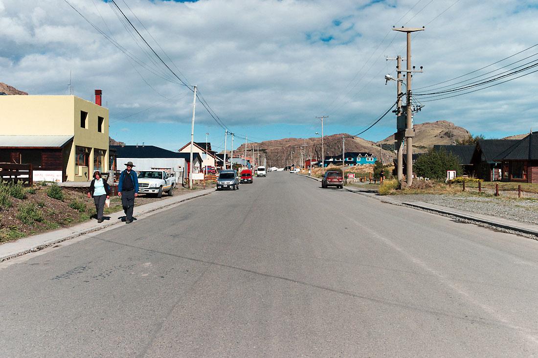 estrada principal da vila de El Chalten, na Patagónia argentina
