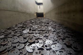 Caras de ferro no Memory Void em Berlim