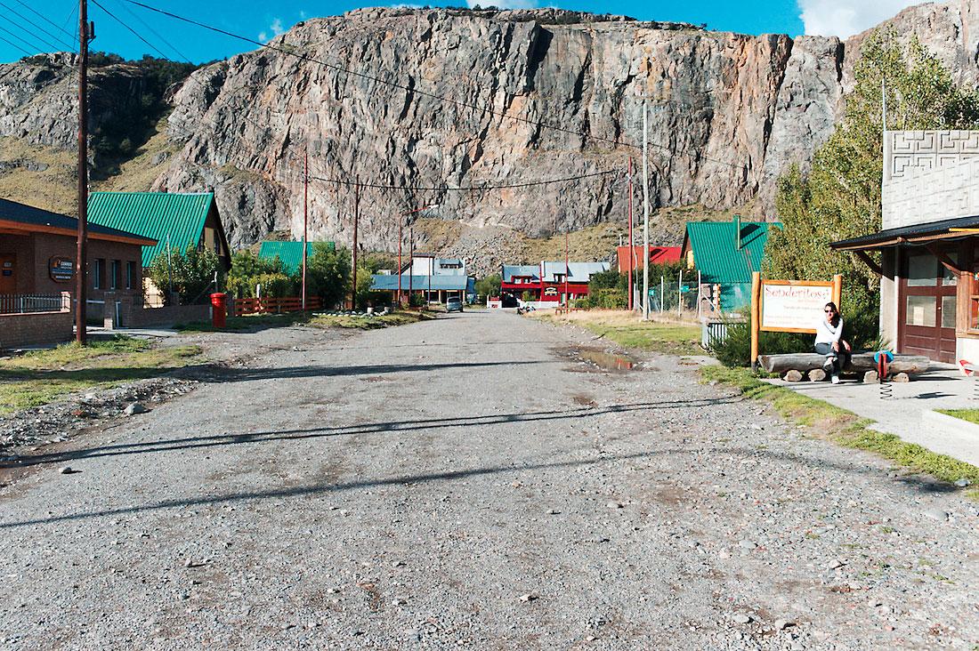 estrada de terra batida na zona turística de El Chalten