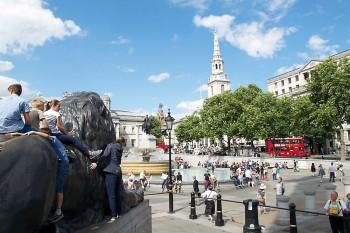 Leões na Trafalguar Square em Londres